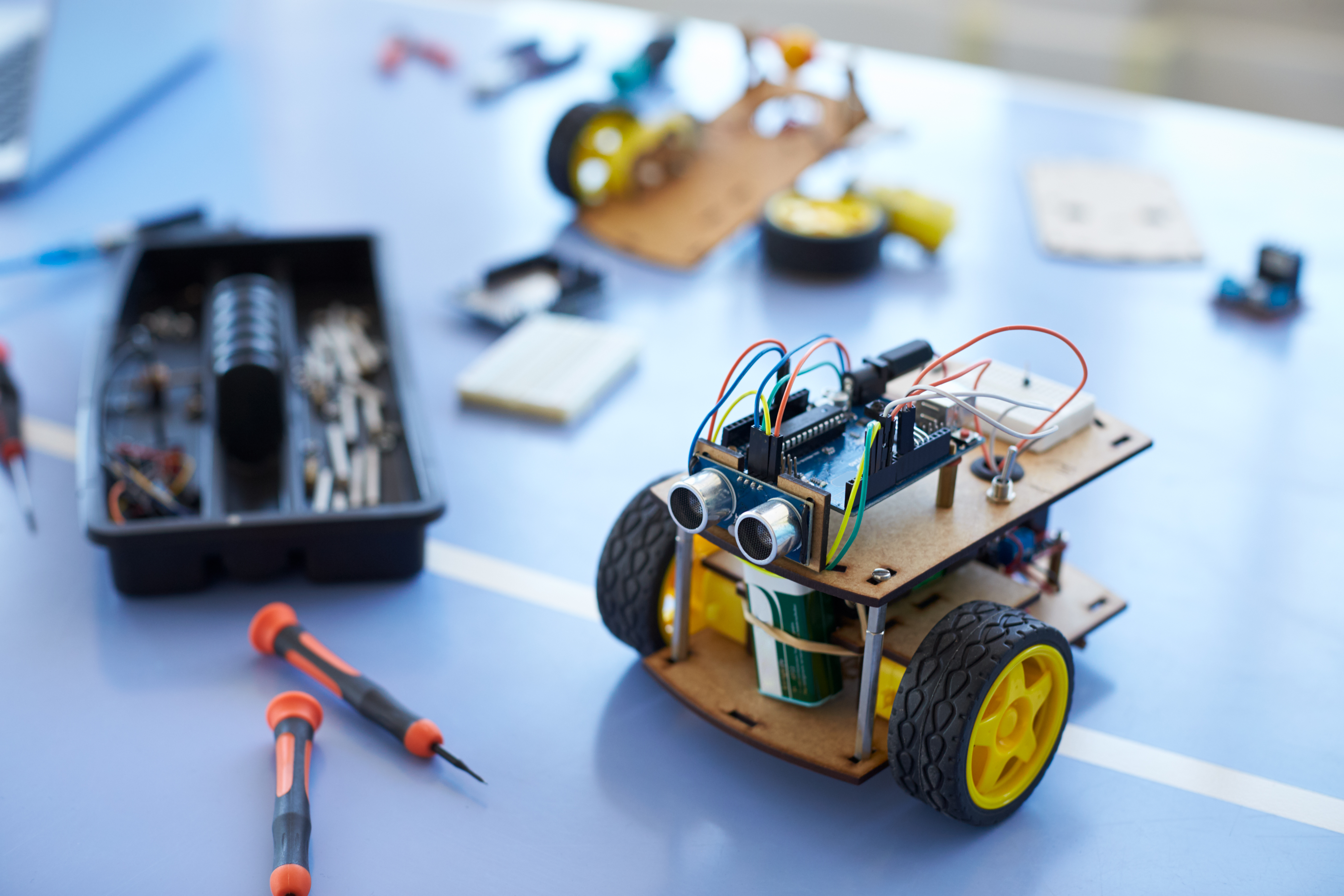 close-of-robot-vehicle-in-school-computer-coding-c-VJAR54P